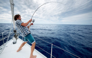 Рыбалка с катера; какой рыболовный набор купить?